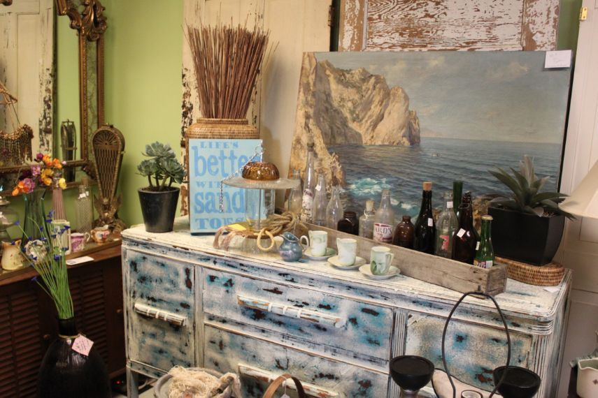 the-blue-building-antiques-beachy-buffet-sideboard
