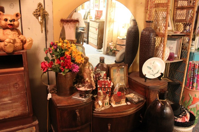 the-blue-building-antiques-consignment-antique-vanity-dressing-table