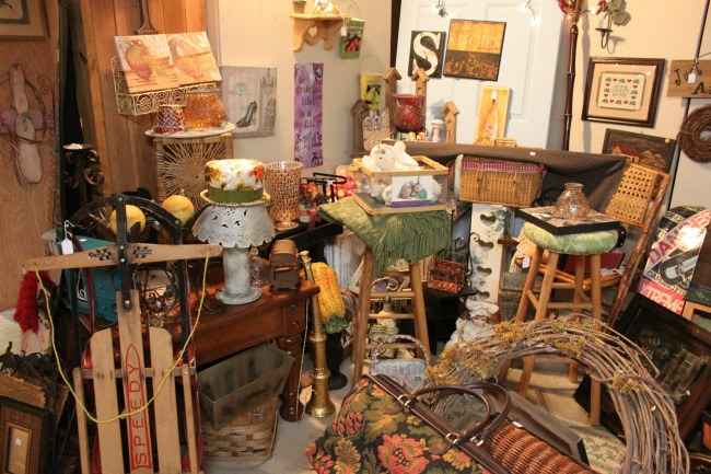the-blue-building-antiques-consignment-vendor-spaces-Bebe