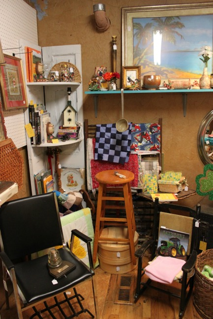 the-blue-building-antiques-consignment-vendor-spaces-win-vintage-items