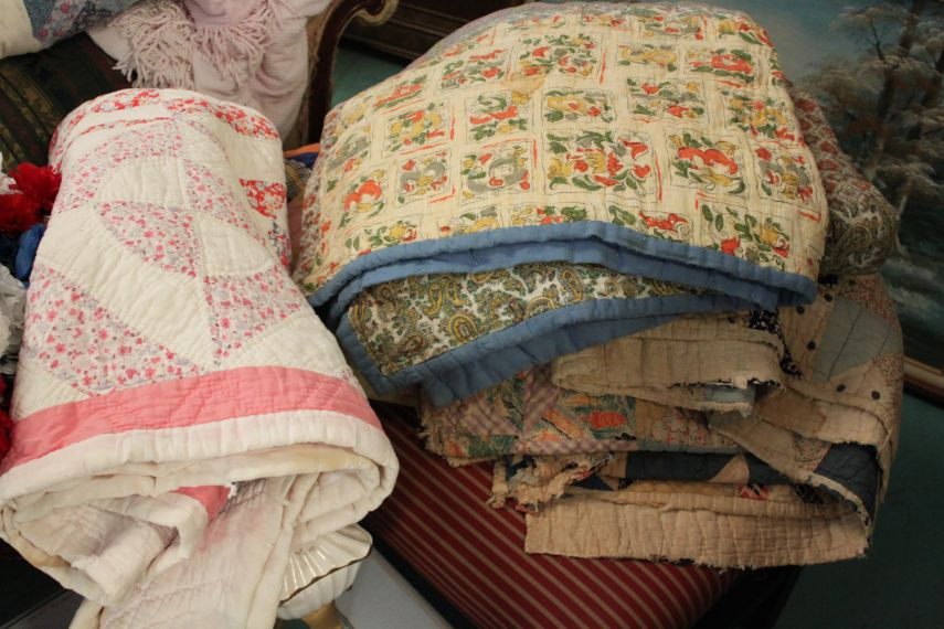 the-blue-building-antiques-vintage-quilts