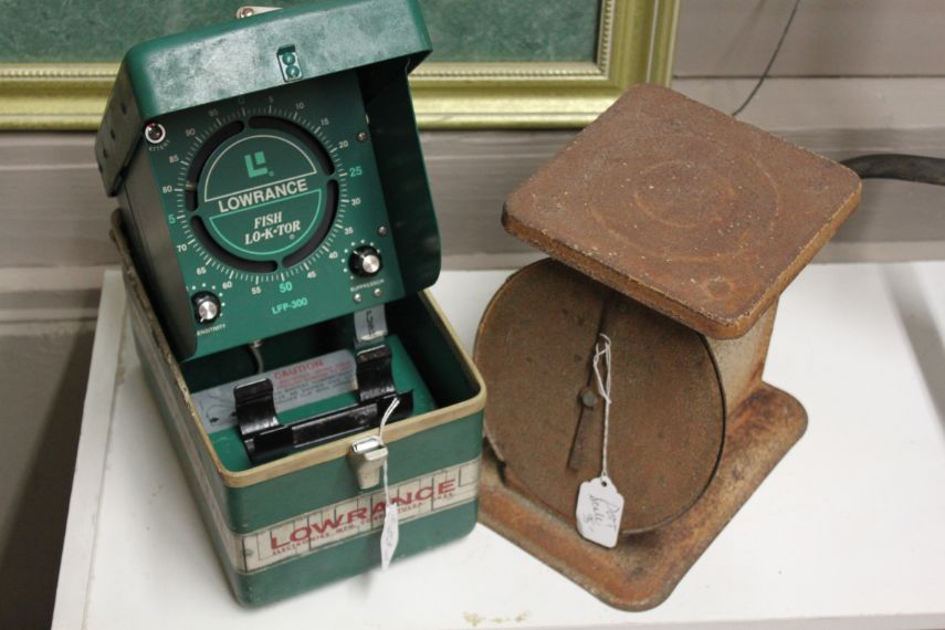 the-blue-building-antiques-fish-finder-rusty-scale