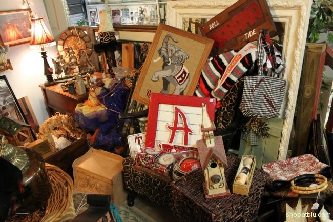 the-blue-building-shopatblu-antiques-home-decor-vendor-spaces-BeBe