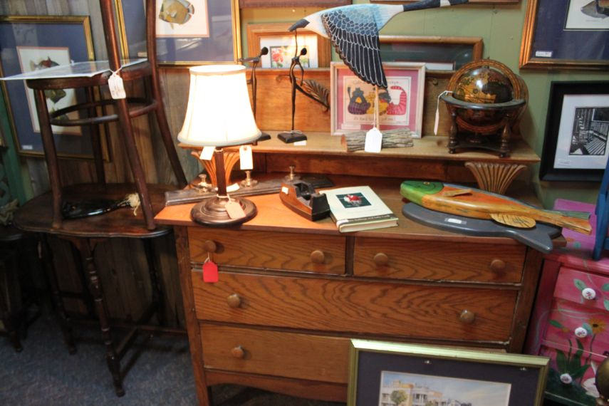 the-blue-building-antiques-tiger-oak-dresser