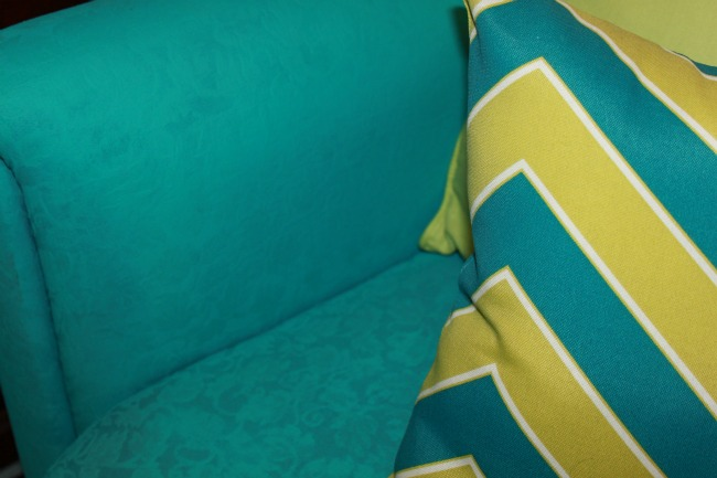 the-blue-building-shopatblu-fab-furniture-flipping-contest-spray-paint-fabric-turquoise-sofa-close-up