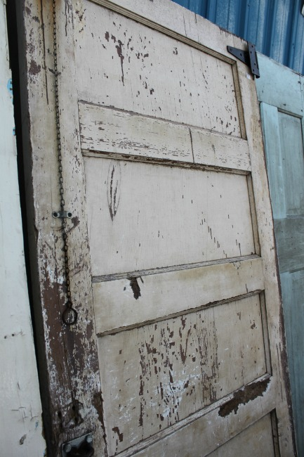 the-blue-building-shopatblu-antiques-chippy-antique-white-door