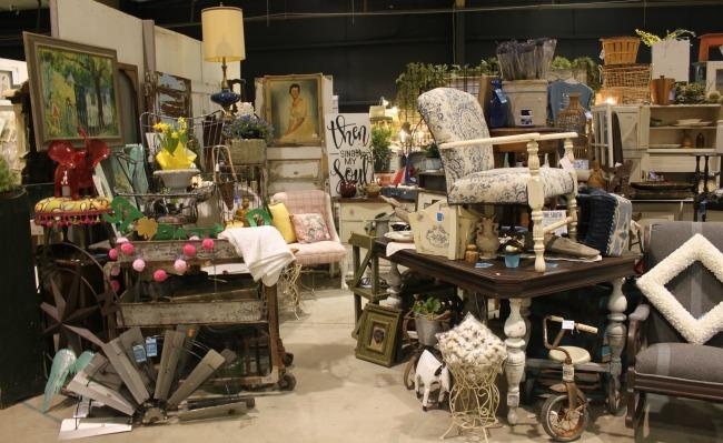 The Blue Building Antiques, Alabaster AL Vintage Market Days of Mobile Booth